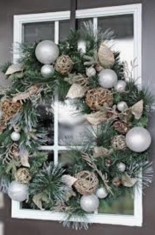 рождественский венок на окне
