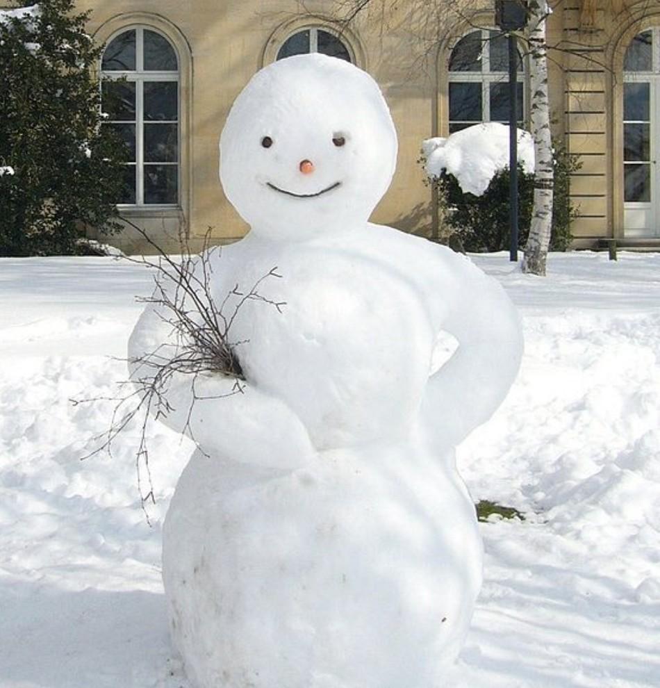 снеговик с букетом из веток